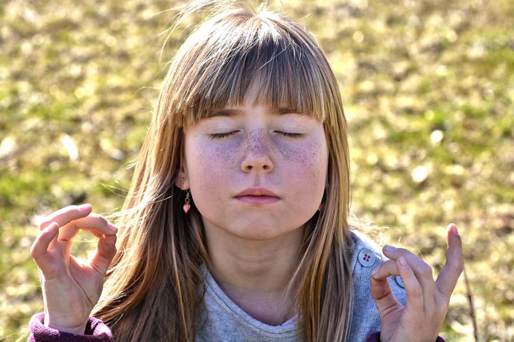 flicka meditera